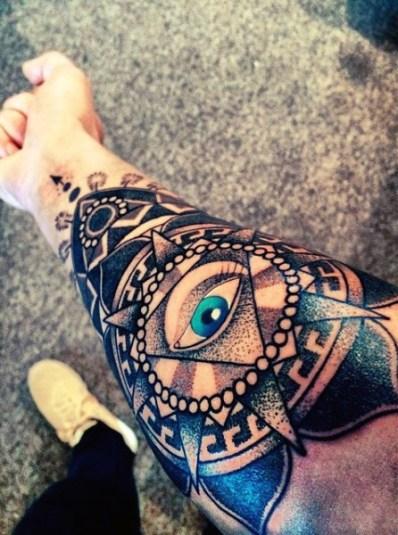 manga tatuaje de mandala y ojo illuminati