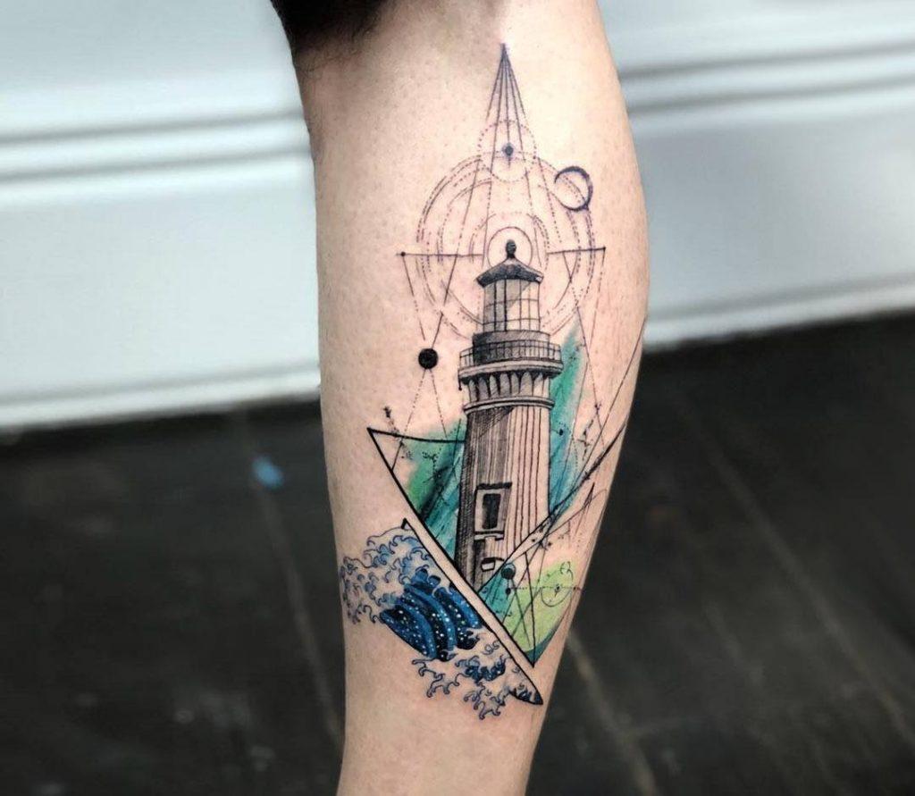 tattoo de faro con formas geometricas y color