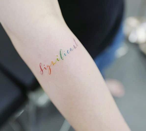 tattoo frase con los colores del arcoiris