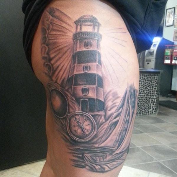 tatuaje de brújula y faro