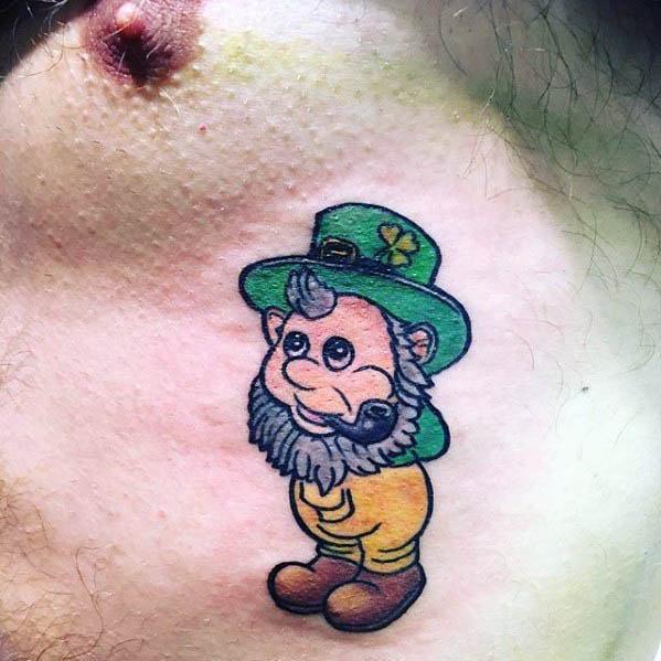 tatuaje de duende en el pecho
