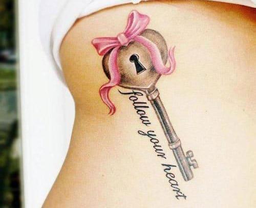 tatuaje de llave y lazo para mujer y cerradura