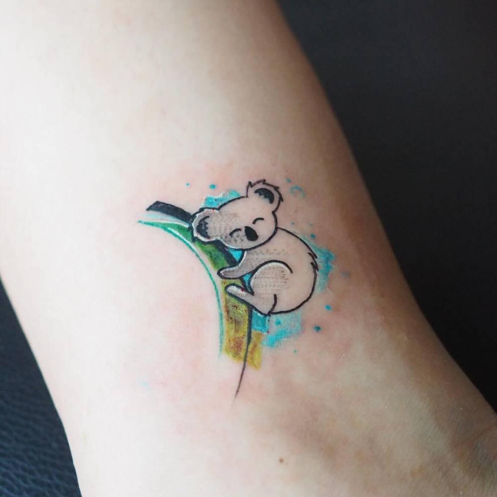 tatuaje lindo de koala para mujer