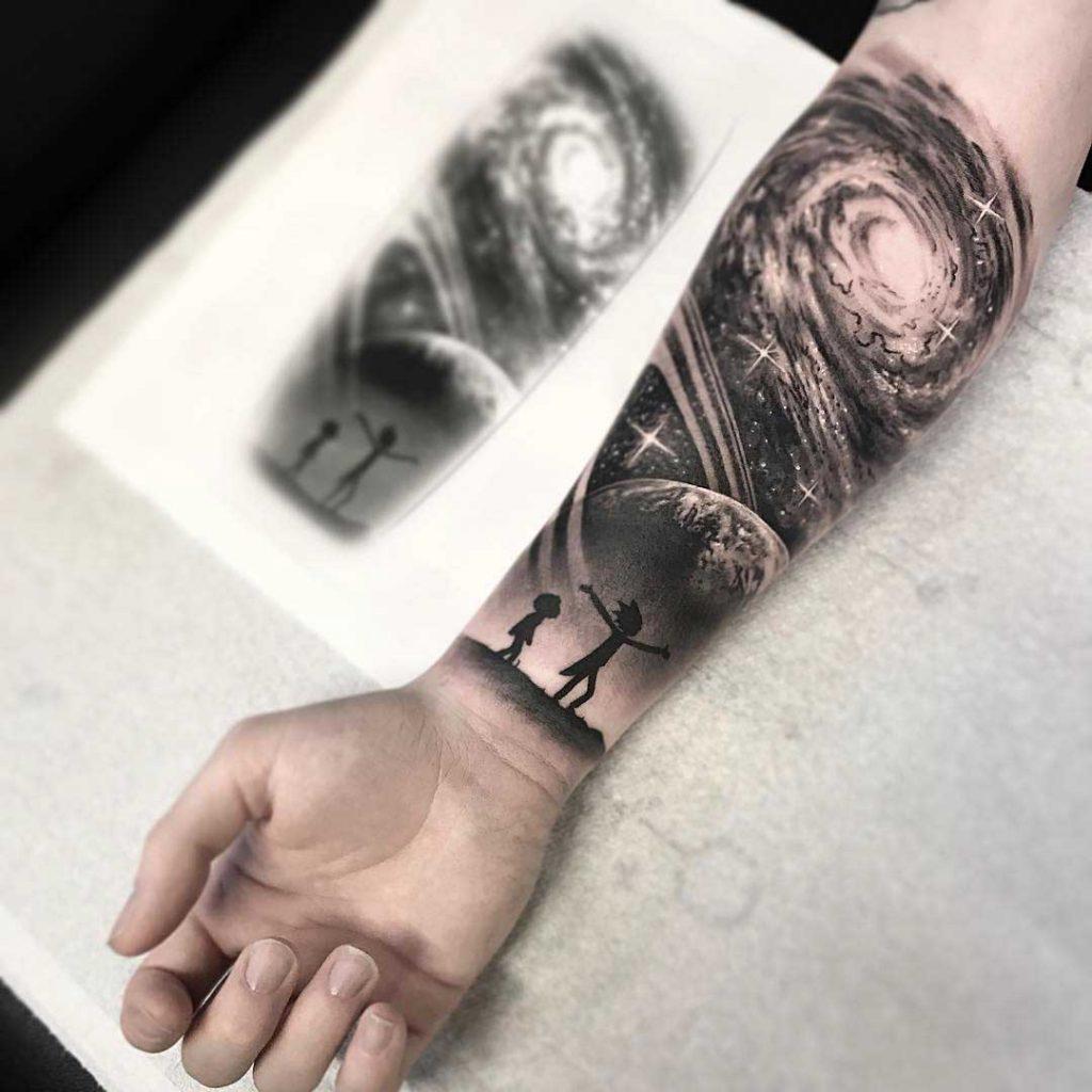 tatuaje niños mirando al universo