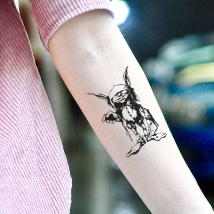 tatuaje pequeño de duende para mujer