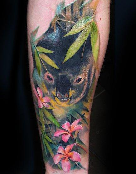 tatuaje salvaje de koala en la selva