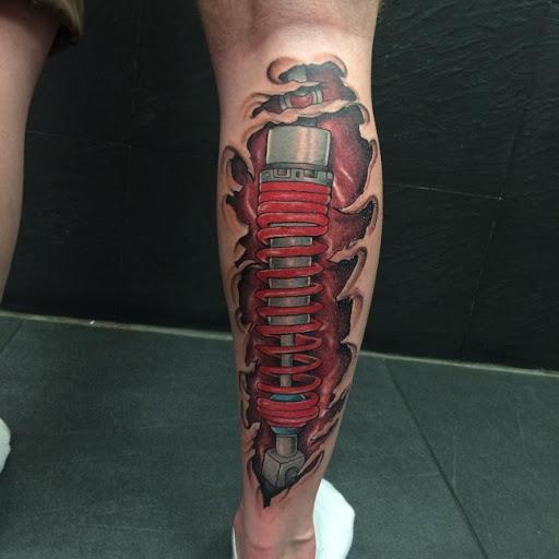 tatuaje de amortiguador en la pantorrilla