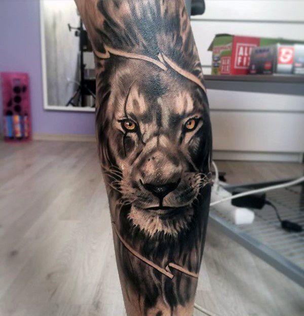 tatuaje de leon en la pantorrilla