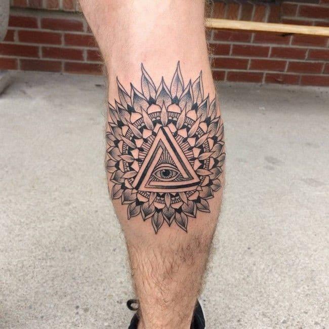 tatuaje de ojo en la pantorrilla