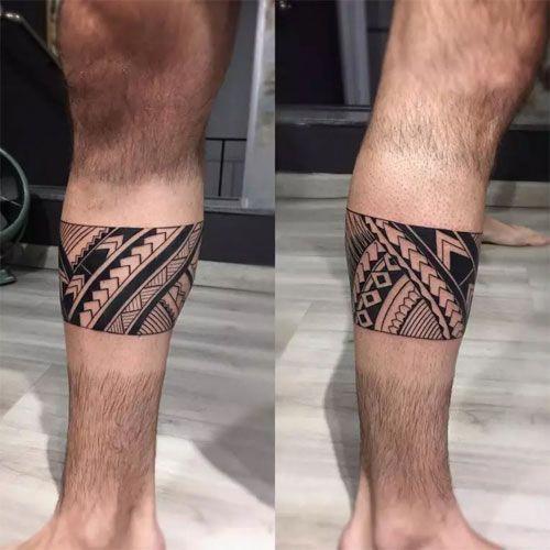 tatuaje tribal en la pierna
