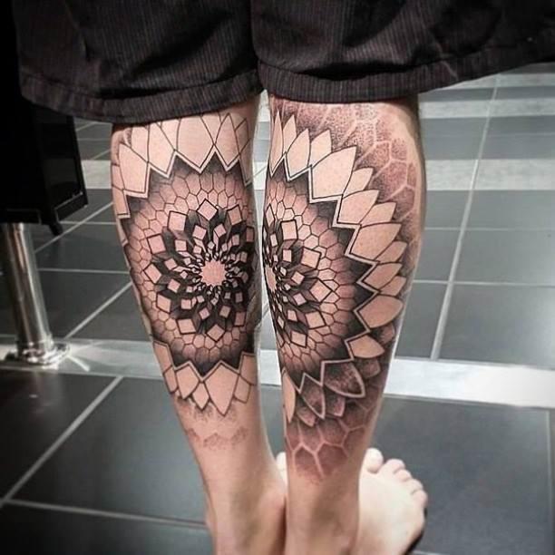 tatuajes de mandala en los gemelos