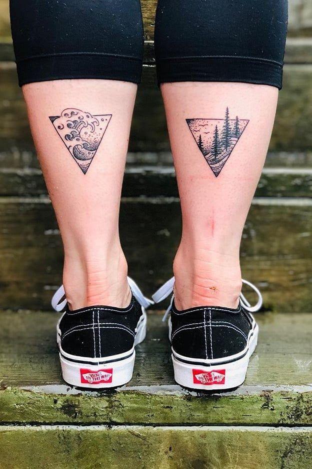 tatuajes pequeños de triangulos en las pantorrillas