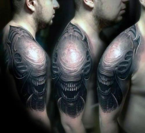Tatuaje de Alien en el Hombro