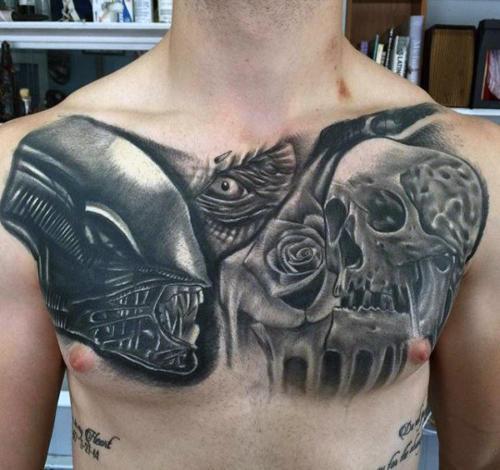 Tatuaje de Alien en el Pecho