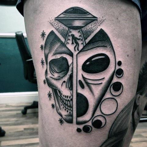 Tatuaje de cara de alienigena
