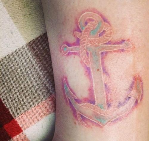 cicatriz tapada con tattoo en tinta blanca