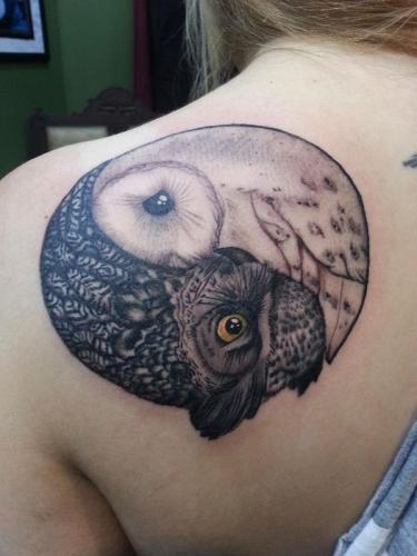 circulo lechuzas bien y el mal tatuaje