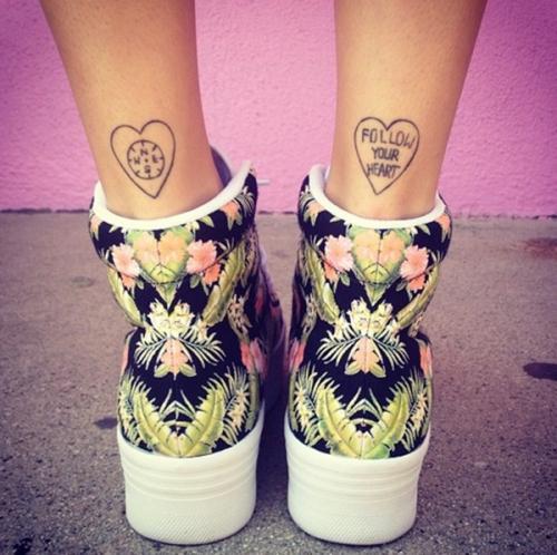corazones en las piernas