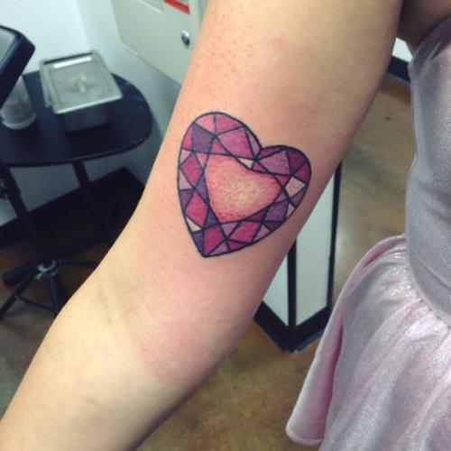 diseño de corazon geometrico