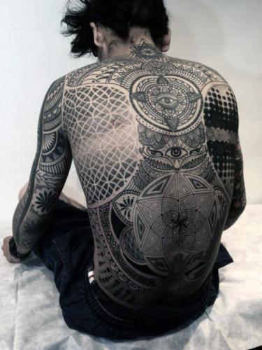 diseño tatuaje grande en la espalda hombre