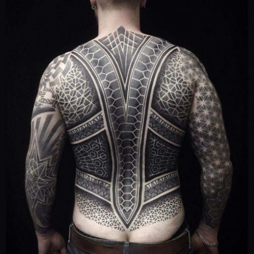 espalda completa tatuada