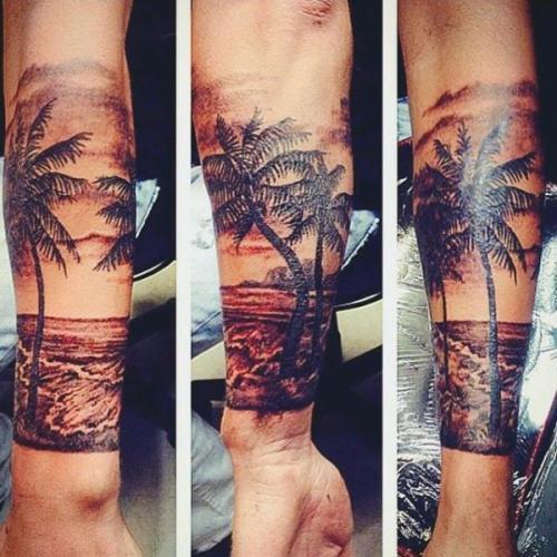 manga tattoo de palmeras y mar