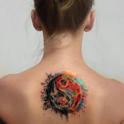 mejor tatuaje en la espalda yin yang