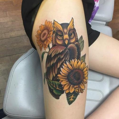 tattoo de lechuza en la pierna para mujer