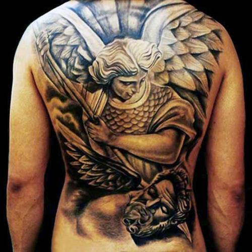 tatuaje de angel en la espalda hombres