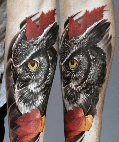 tatuaje de buho en la pierna