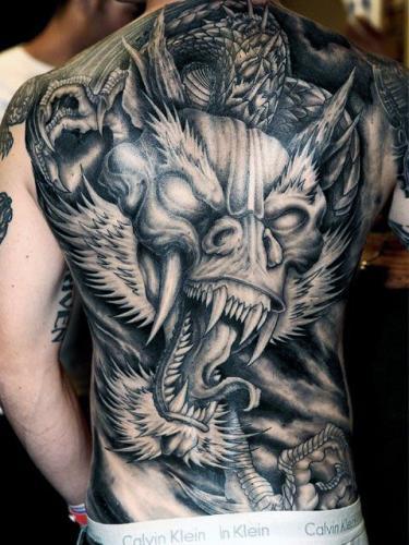tatuaje de dragon en la espalda hombres
