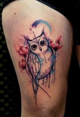 tatuaje de lechuza en la pierna para mujer