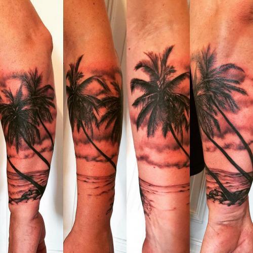 tatuaje de palmera en el antebrazo