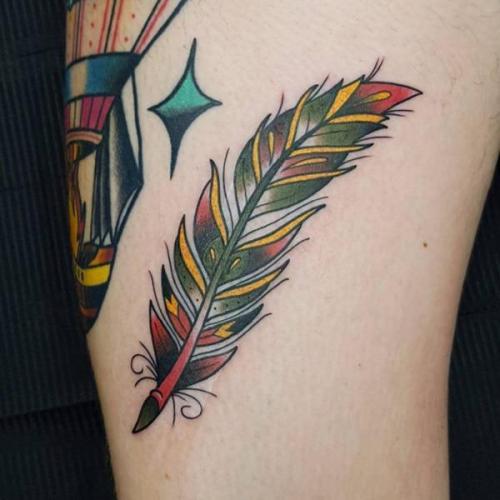 tatuaje de plumas de aves a color