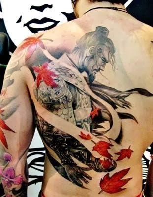 tatuaje de samurai y dragon