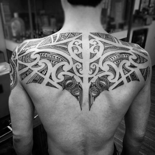 tatuaje tribal hombre