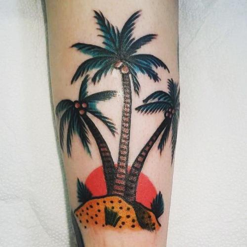 tatuajes de palmera en la pierna